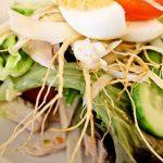 Món salad với nguyên liệu chính là nhân sâm mang đến cảm giác lạ miệng cho cả gia đình