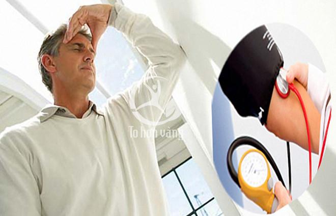 Những người cao huyết áp thường có biểu hiện hoa mắt, chóng mặt, ù tai