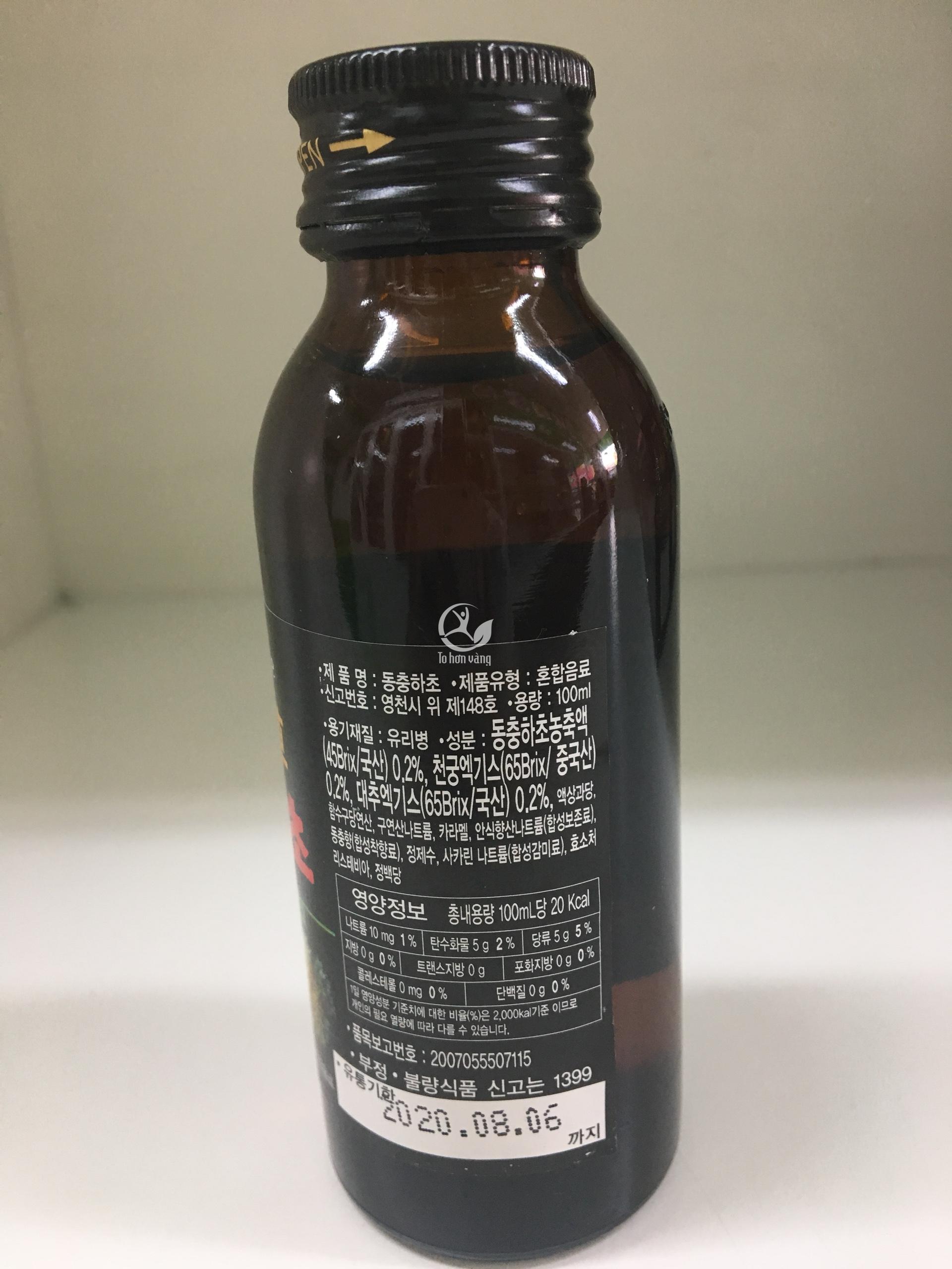 Mặt sau của chai nước đông trùng hạ thảo có chứa các thông tin về thành  phần dinh dưỡng