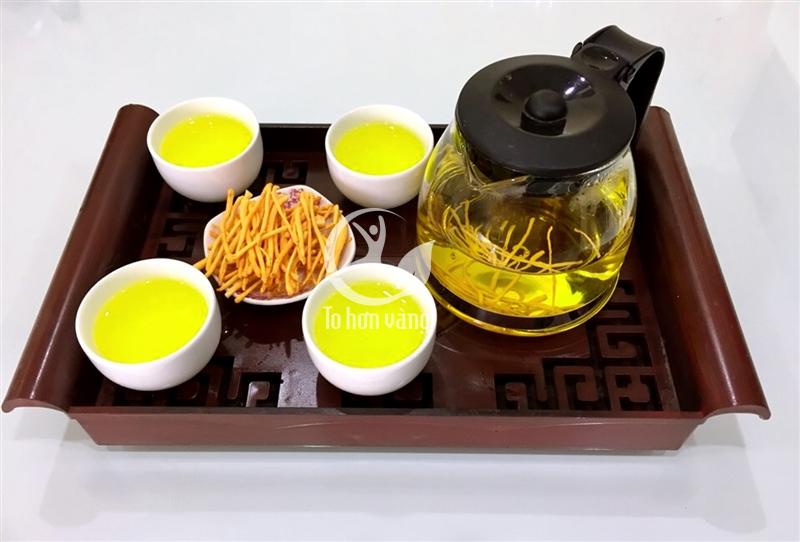 Đông trùng hạ thảo hãm trà