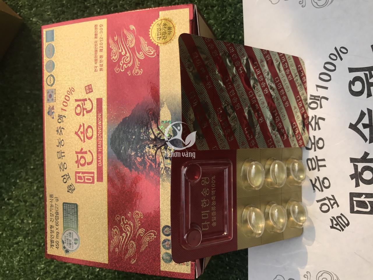Hộp tinh dầu thông đỏ gồm 2 hộp nhỏ, mỗi hộp 60 viên được đóng thành vĩ 6 viên, mỗi hộp 10 vĩ