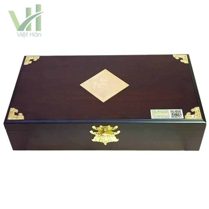 <em>Mặt trước sản phẩm cao hồng sâm Kanghwa Hàn Quốc 250 gram x 4 lọ hộp gỗ</em>
