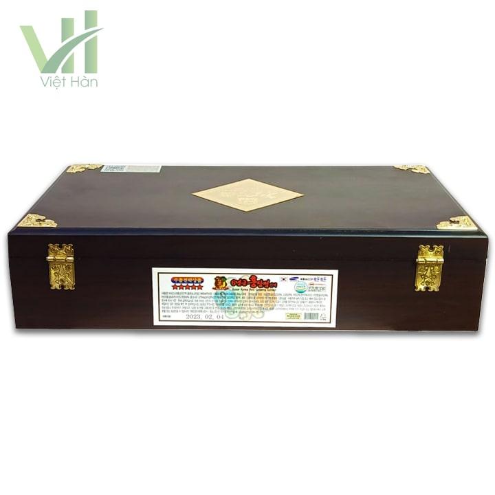 <em>Mặt sau sản phẩm cao hồng sâm Kanghwa Hàn Quốc 250 gram x 4 lọ hộp gỗ </em>