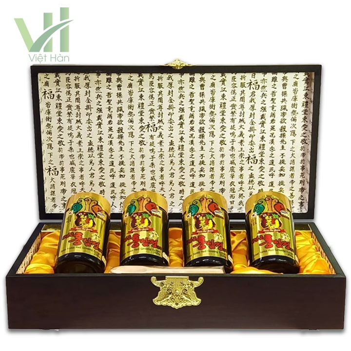 <em>Bên trong hộp sản phẩm cao hồng sâm Kanghwa Hàn Quốc 250 gram x 4 lọ hộp gỗ </em>