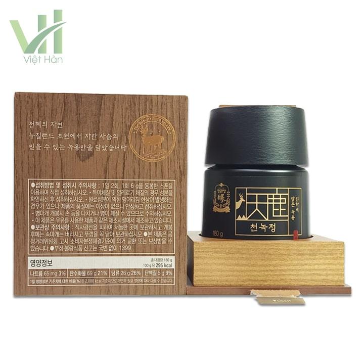 <em>Bên trong sản phẩm Cao Hồng Sâm Nhung Hươu 180 gram Cheong Kwanchang</em>