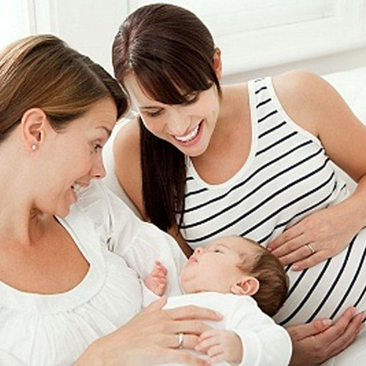 Hình ảnh: Phụ nữ đang mang thai và cho con bú